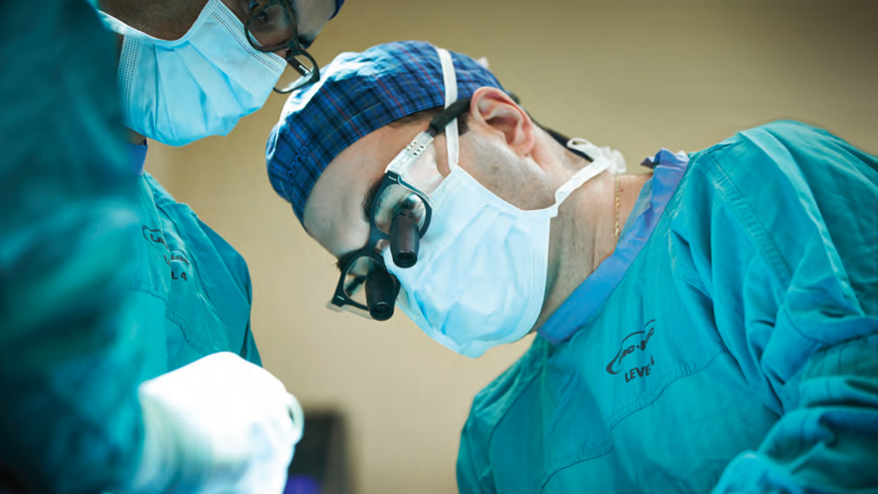 Dr. Leodante da Costa in surgery